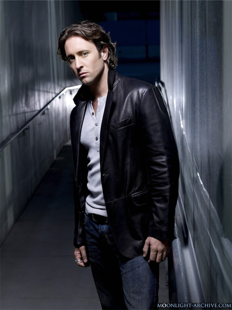 alex-o-loughlin-moonligh-02.jpg